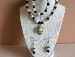 Rosie Crafts Black/White Pearl Vintage Jewelry Set