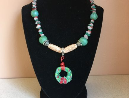 Rosie Crafts Christmas Wreath Artisan Necklace